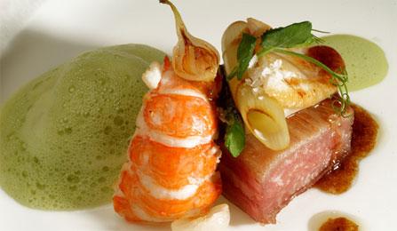Secreto Iberico Pork, hải sản kèm sốt rau mùi
