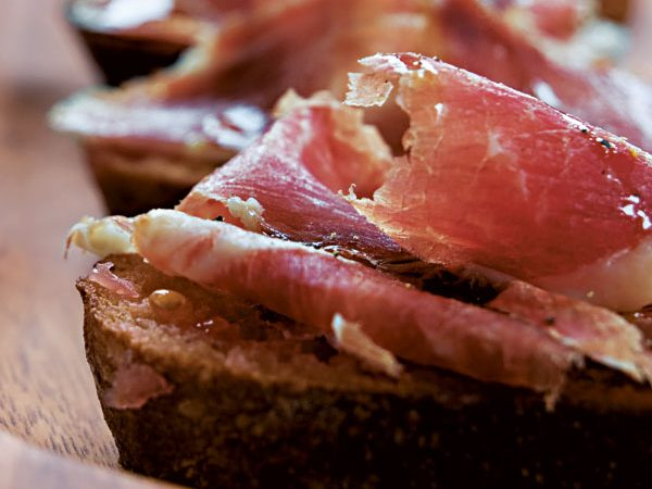 SPANISH TAPAS: BREAD WITH TOMATO AND IBERICO HAM